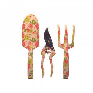 Gartenwerkzeug: Schaufel, Rechen, Schere